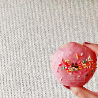ピンクのドーナッツの写真・画像素材[3024046]