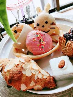 皿の上の食べ物のクローズアップの写真・画像素材[3024049]