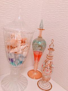 お気に入りの香水ボトルの写真・画像素材[3024942]