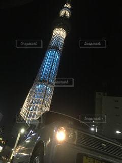 夜のライトアップされた街の写真・画像素材[790837]