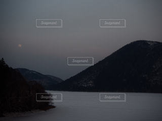 くちびる山と月夜の写真・画像素材[1857302]