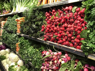 野菜果物の屋台でディスプレイ上の束の写真・画像素材[779672]