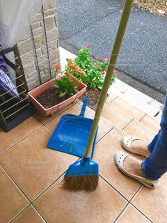 玄関先の掃除 - No.797346