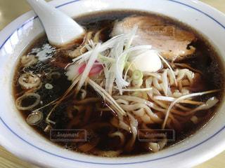 スープとスプーンのボウルの写真・画像素材[812284]