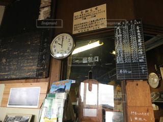 ローカル線の駅の窓口の写真・画像素材[861529]