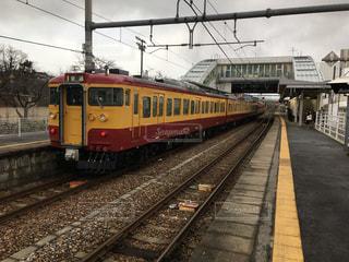 懐かしの新潟色の電車の写真・画像素材[959611]