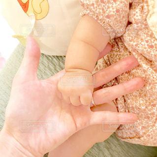 赤ちゃんの手の写真・画像素材[1439676]