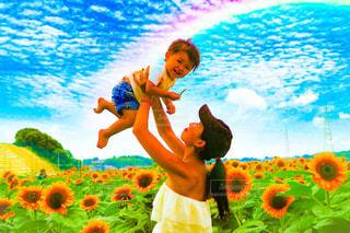ママと子供 ひまわり畑にて - No.781017