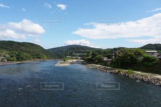 水の体の真ん中に島の写真・画像素材[788641]