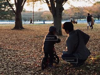 父と息子の自転車練習 - No.780085
