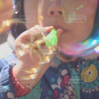シャボン玉に夢中の写真・画像素材[780849]