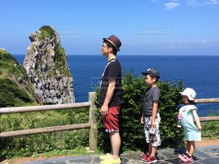 壱岐島の猿岩と同じポーズでの写真・画像素材[780089]