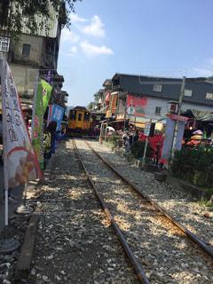 十分の線路に列車が来ました。の写真・画像素材[791500]
