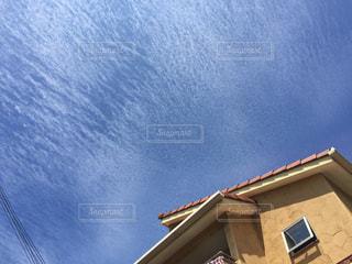 青空と色鉛筆で描いたような雲たち。の写真・画像素材[791575]