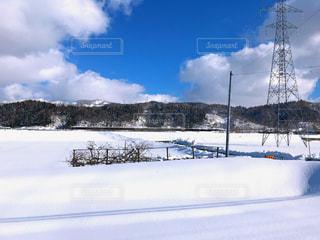 田舎の雪景色の写真・画像素材[1090249]