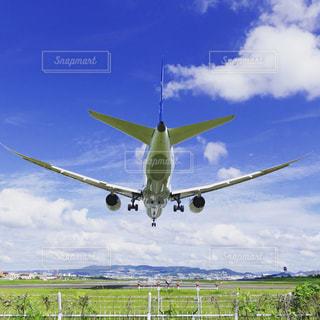 青と白の飛行機の写真・画像素材[780502]