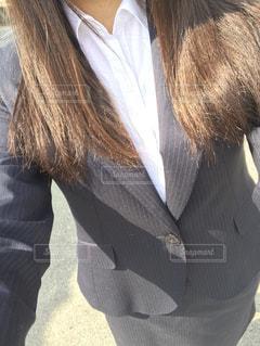 スーツとネクタイを身に着けている男の写真・画像素材[781314]