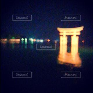 夜のライトアップされた街の写真・画像素材[781158]