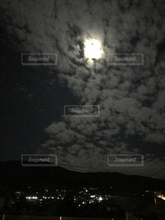 秋の月の写真・画像素材[798819]