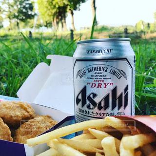 晴れの日にビールとスナックフード - No.782007