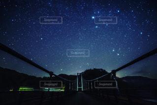 夜に見上げる空の景色 - No.782444