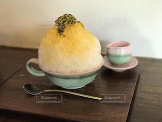テーブルの上のコーヒー カップの写真・画像素材[782605]