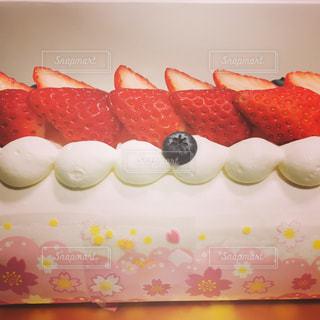 イチゴロールケーキの写真・画像素材[1056976]