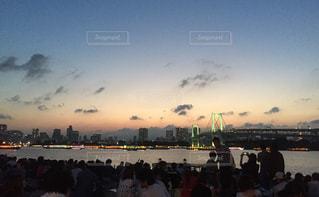 夕焼けと群衆の写真・画像素材[782816]