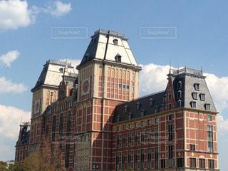 大規模なれんが造りの時計塔のある建物の写真・画像素材[800884]