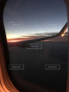 飛行機の窓からの写真・画像素材[784276]
