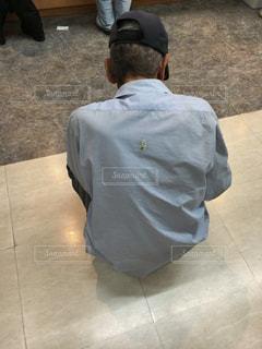 背中にハトのフンの写真・画像素材[784082]