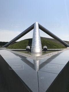 飛行機の滑走路の上に座っての写真・画像素材[765359]