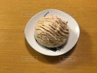 皿の上のケーキの一部の写真・画像素材[1558296]