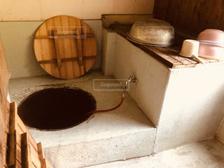 トトロに出てくるような五右衛門風呂の写真・画像素材[2332699]