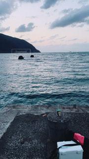 朝日が昇る前の海です。 - No.785066