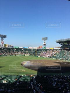 野球場の周りに座って人々 のグループの写真・画像素材[786568]