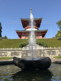 噴水と寺院の写真・画像素材[831978]