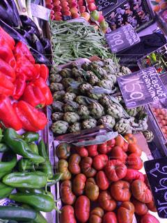 様々 な新鮮な果物や野菜の展示の写真・画像素材[785486]