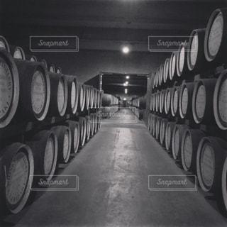 バレルの黒と白の写真の写真・画像素材[785892]