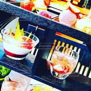 テーブルの上に食べ物 - No.1051678