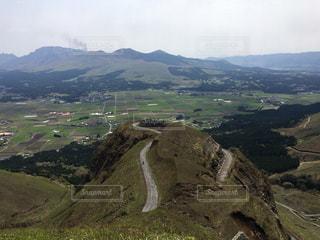 背景の大きな山の写真・画像素材[786238]