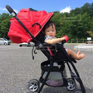 ベビーカーに乗る赤ちゃんの写真・画像素材[786317]