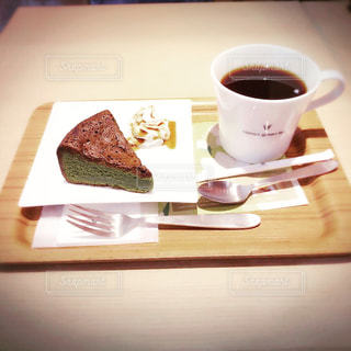 テーブルの上のコーヒー カップ - No.792272