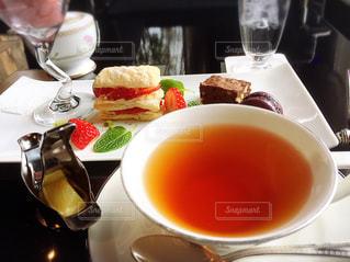 午後のおやつは紅茶とスイーツ - No.1062444
