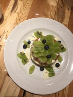 テーブルの上に食べ物のプレート - No.788185