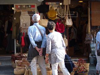 老夫婦の買い物の写真・画像素材[1518597]