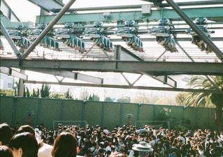 観衆の前で立っている人のグループの写真・画像素材[1534230]
