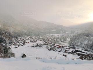雪に覆われた山の写真・画像素材[1542863]