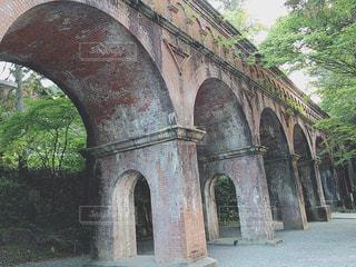 大きな石造りの橋の写真・画像素材[1561301]