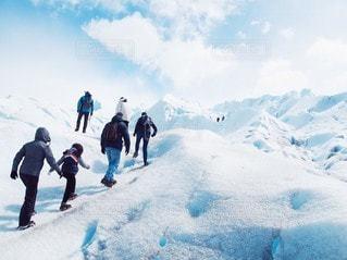 氷河の上をトレッキングの写真・画像素材[3391973]